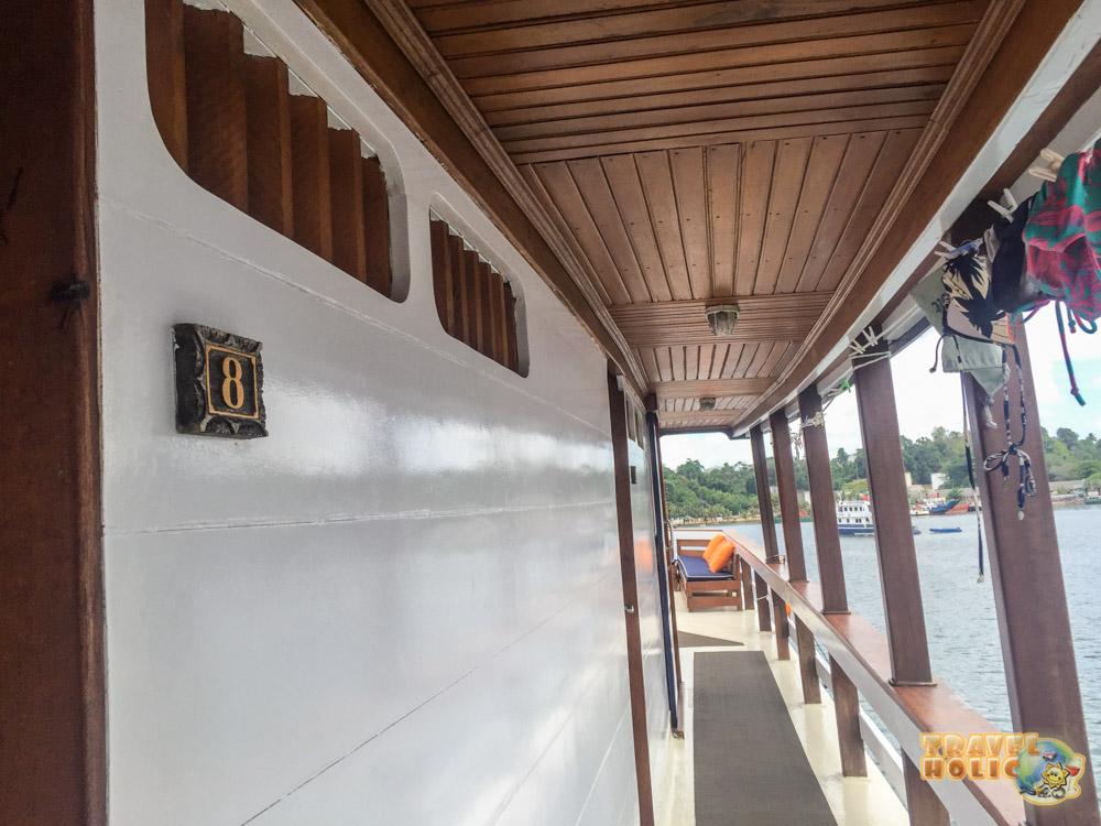 Entrée des chambres supérieures du MV Ambai